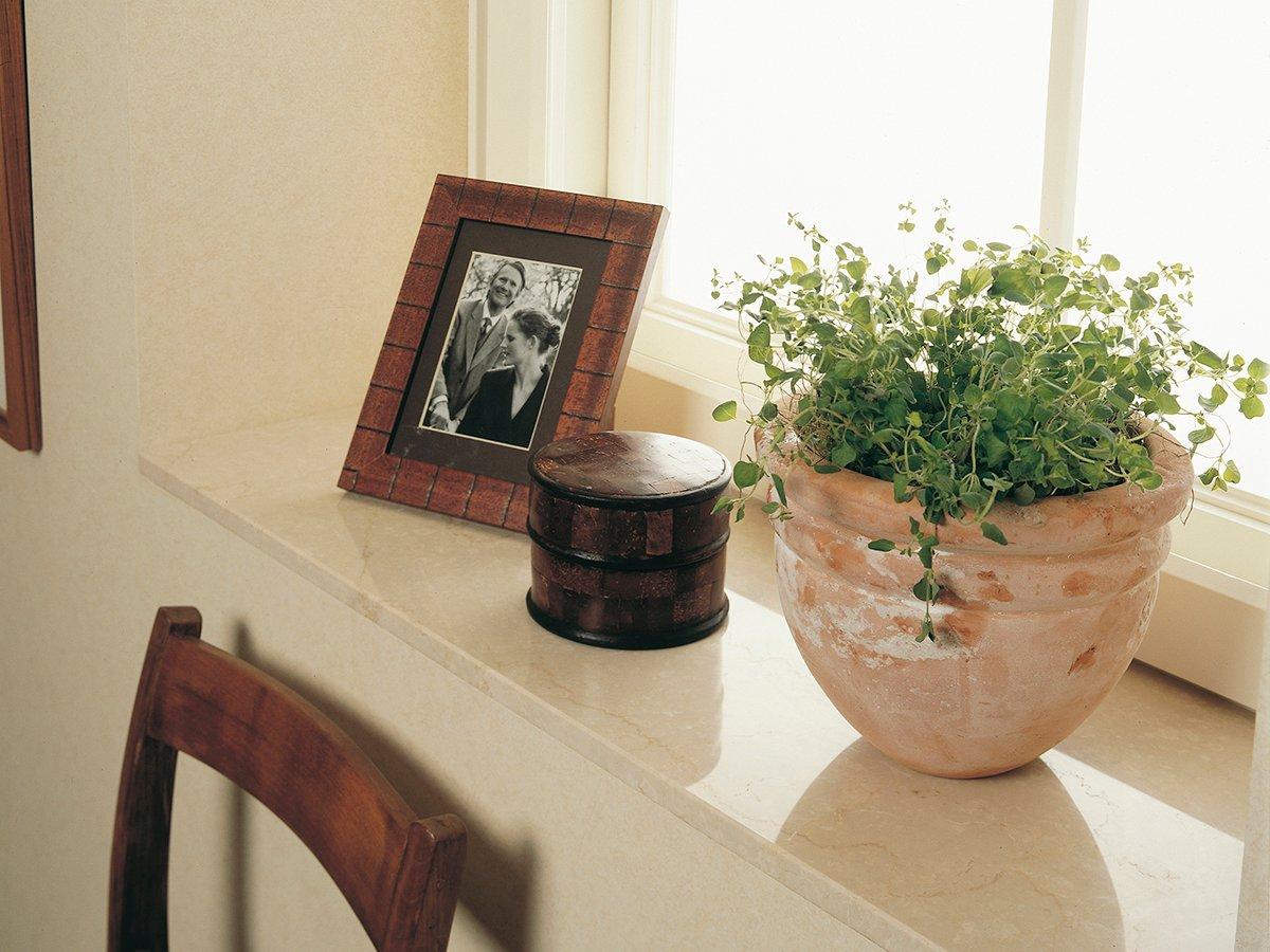 Tulikiven marmori Botticino Classico sopii ikkunapenkkeihin