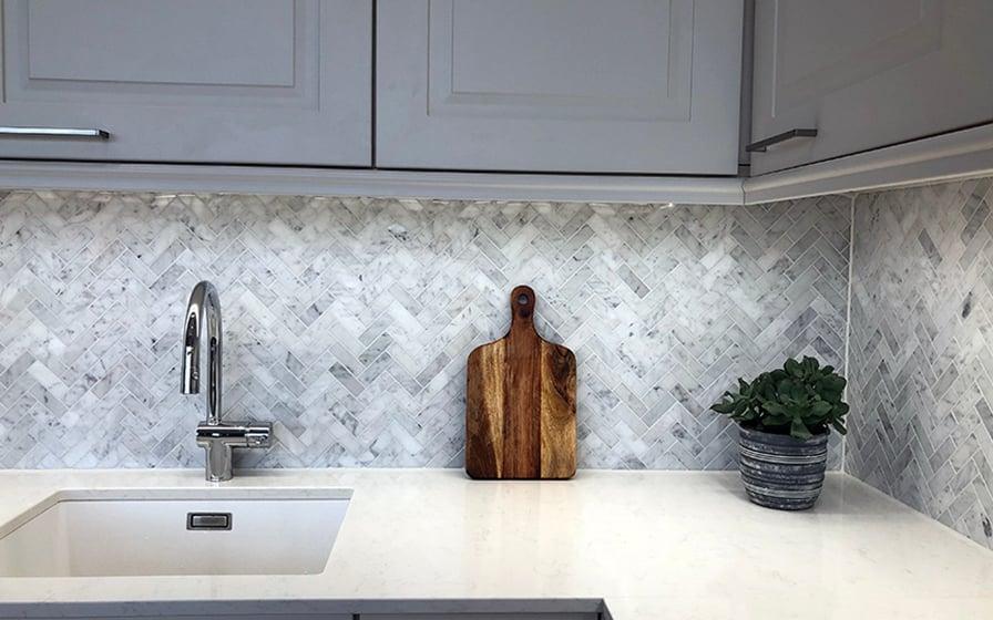 Bianca Carrara keittiön välitilassa