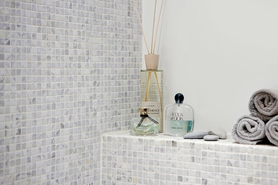 Ylellinen marmori antaa rauhallisen vaikutelman