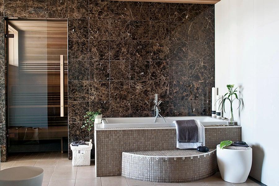 Luonnonkivillä kylpyhuoneesta tulee spamainen keidas