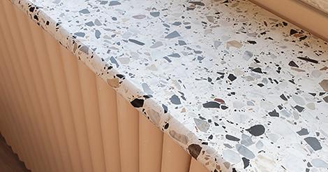 Terazzo on trendikäs materiaali keittiötasoissa